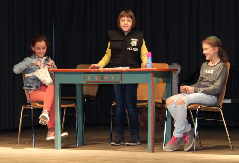 Kostprobe der Theater-AG der 5er
